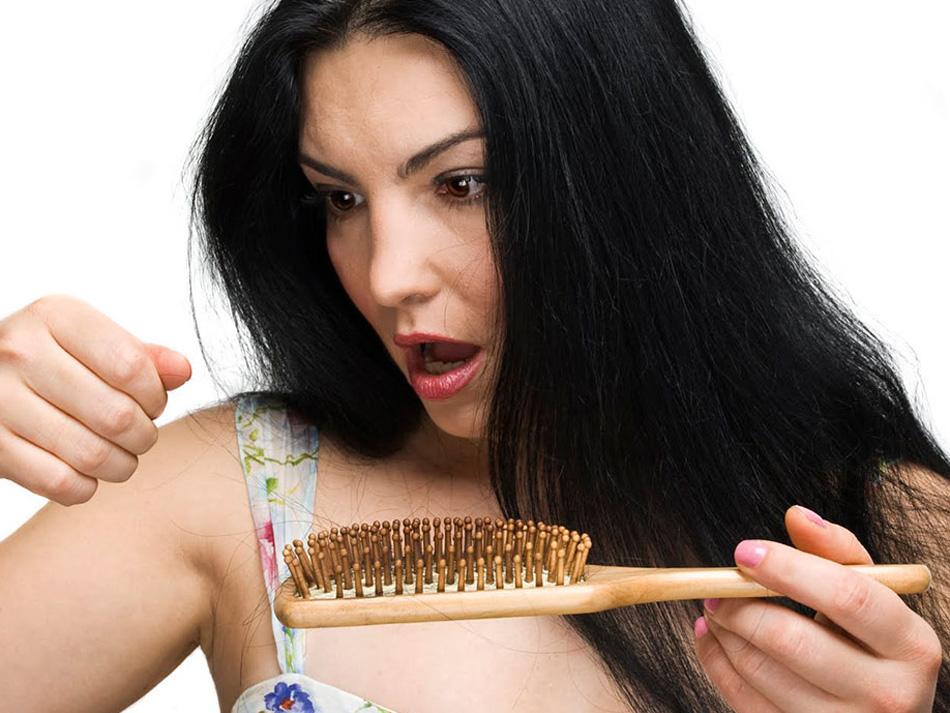 Випадіння волосся у жінок