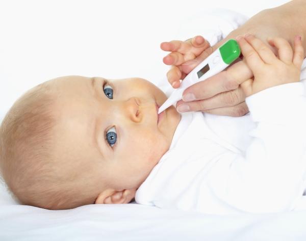 Чи можна знизити температуру без пігулок і чи варто її збивати